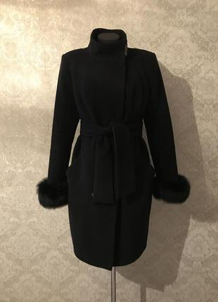 Чорне зимове кашемірове пальто