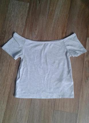 Укороченная футболка кроп топ в рубчик на спущенных плечах