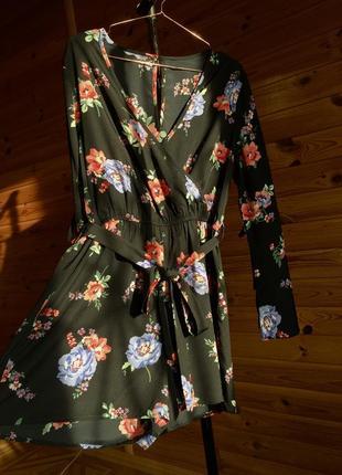 Чёрное платье комбинезон в цветочный принт