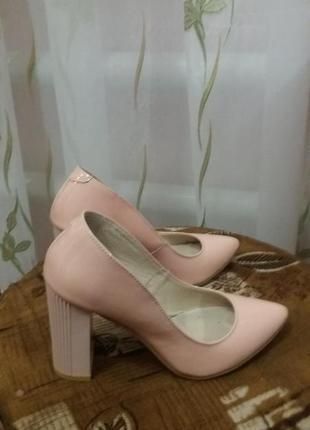 Шкіряні лакові туфлі