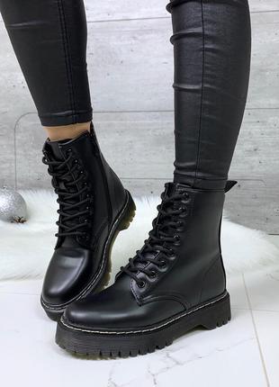 Стильные ботинки мартинсы,ботинки на  массивной подошве,высокие ботинки на шнуровке.