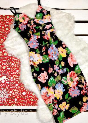 Черное платье в цветы по фигурке new look