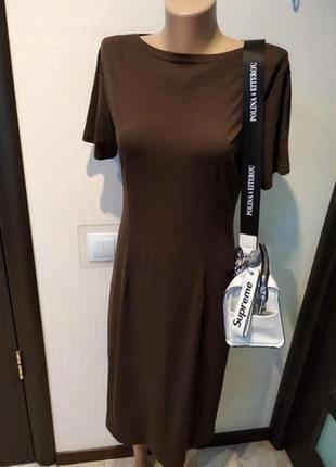 Отличное базовое трикотажное платье миди коричневое