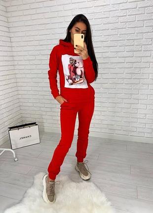 Красный костюм с новогодним принятом