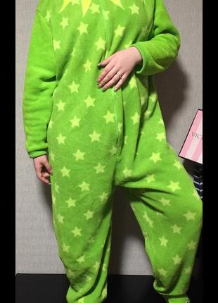 Тёплая плюшевая пижама с носочками