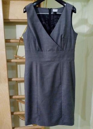 Красивое классическое платье - грудь на запах