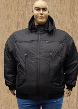 Огромного размера мужская зимняя куртка.
