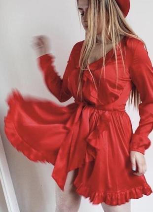 Красное шёлковое платье мини