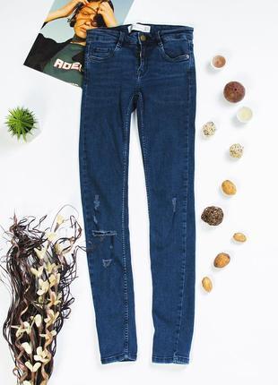 Узкие джинсы скинни
