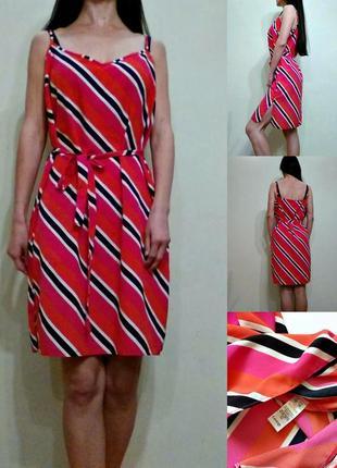 Легкое платье с разрезами по бокам