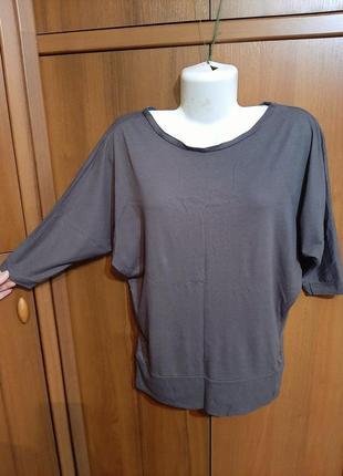 Трикотажная серая футболка размера 46-48.