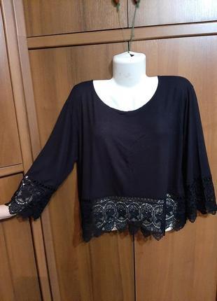 Черная трикотажная футболка с кружевом размера 48-50