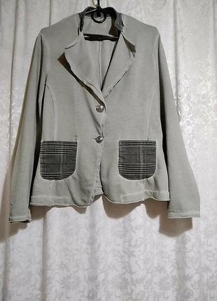 Италия. трикотажный стильный пиджак.