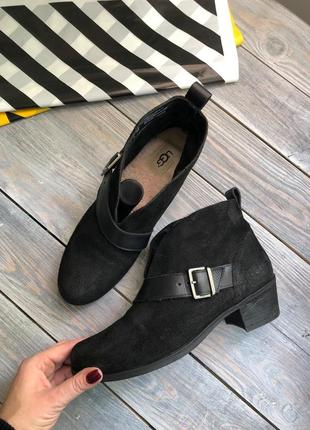 Ugg замшевые комфортные ботильоны с вырезом ботинки на широком каблучке