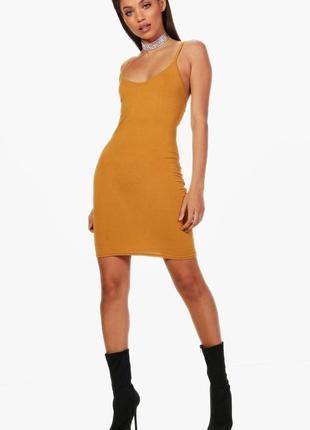Boohoo базовое мини платье сарафан горчичного цвета, р.16-44, l-ка