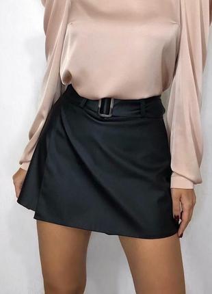 Кожаные юбка-шорты с поясом3 фото