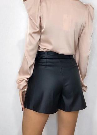 Кожаные юбка-шорты с поясом5 фото
