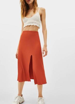 Эффектная юбка с разрезом bershka