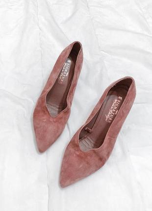 Пудровые туфли под замш next