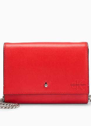 Кожаная сумка через плечо calvin klein accordian red