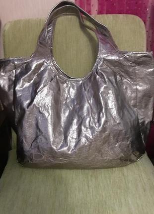Вместительная яркая сумка