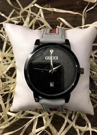 Наручные часы - в стиле gucci