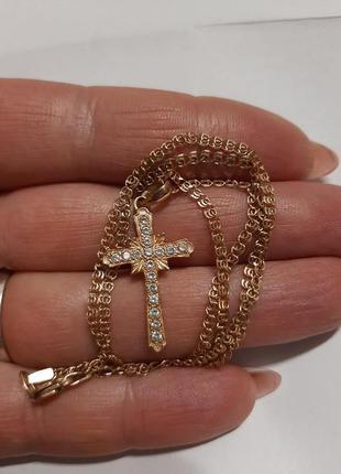 Золотая цепочка с крестиком .