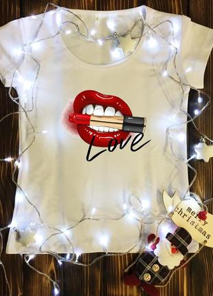 Женская футболка  с принтом - love - губы