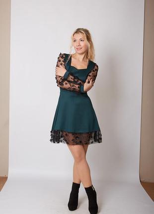 Платье миди темно-зеленое с гипюром аппликацией