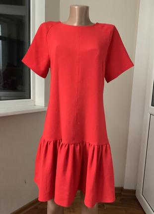 Красное платье с рюшей