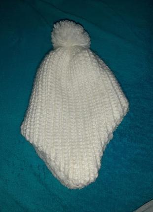 Теплая шапка на ушки с помпоном