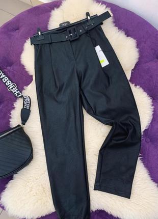 Новые брюки из эко-кожи