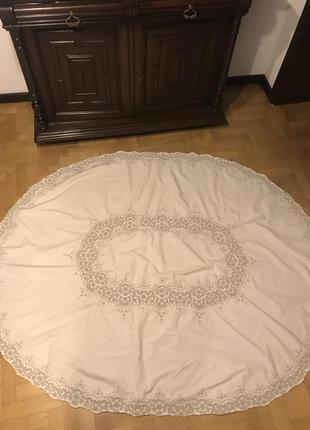 Скатерть на овальный стол ручной работы