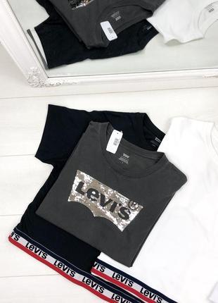 Оверсайз футболка со стразами от levis, sale