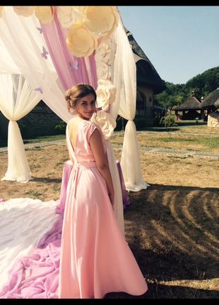 Нежное розовое платье в пол вечернее