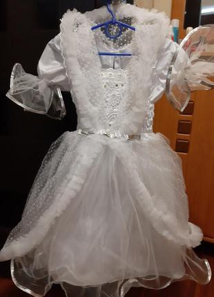 Белое платье снежинки
