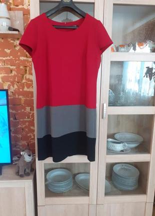Шикарное комбинированное на подкладке и сзади на молнии платье большого размера