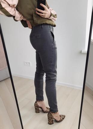 Серые маскулинные джинсы fiveunits