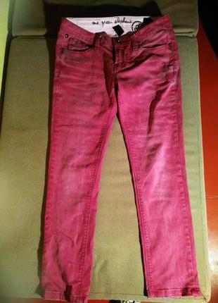 Классные бордовые джинсы классика