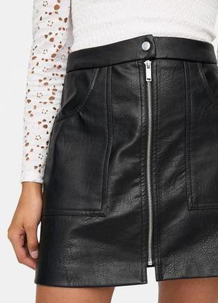 Новая кожанная чеоная юбка stradivarius