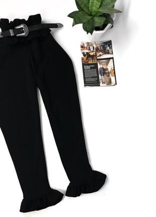Актуальные штаны с рюшами чёрные базовые prettylittlethink