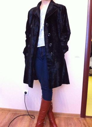 Пальто из мраморного велюра