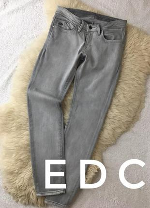 Серые узкие джинсы edc