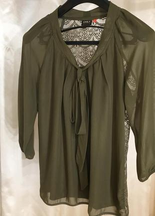 Блузка хаки с ажурной спинкой и бантом only