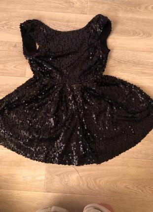 Стильное платье в пайетках