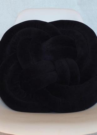 Плаская подушка на стул черного цвета