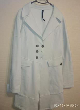 Стильное пальто трикотажное
