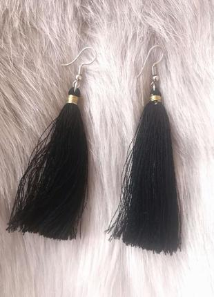 Стильные черные сережки кисти кисточки