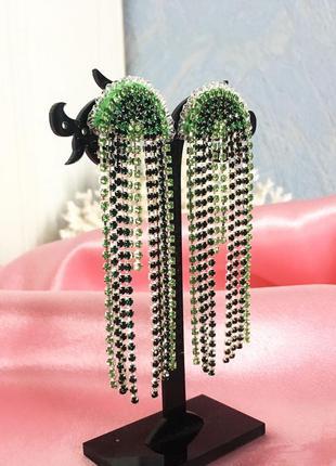 Зеленые длинные серьги со стразами