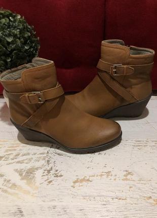 Новые натуральные фирменные ботинки 42р.